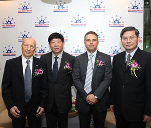 Pecce with Ai Baojun, Vice Mayor of Shanghai Municipal Government, David Kedwards Wall Street English China CEO,<br />and Yang Xiong, Executive Vice Mayor of Shanghai Municipal Government<br />&bull; Donation and Opening of the 2010 English Training Program in Shanghai, 2010.