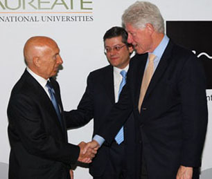 Pecce with Douglas L. Becker, Chairman and CEO of Laureate Education and President Bill Clinton • Universidad Europea de Madrid, 2009.