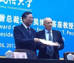 Pecce with Professor Wu Youfu, Secretary of the Party Committee of&nbsp;Shanghai International Studies University (SISU); Feng Qingshua, Vice President of SISU; and Dr. Jiang Bo, General Secretary of the China Education Association for International Exchange &bull; Ceremony of Pecce's appointment as Guest Professor by the SISU, 2012.<br /><br />
