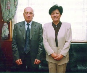 Pecce con Chen Zhili, Ministra China de Educación • China, 2002.